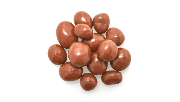 Milk chocolate (sugar, cocoa butter, non sweetened chocolate, whole milk powder, soya lecithine (emulsifier), polyglyecerol polyricinoleate, salt, vanillia extract), peanuts, confectioner's glaze, acacia gum.