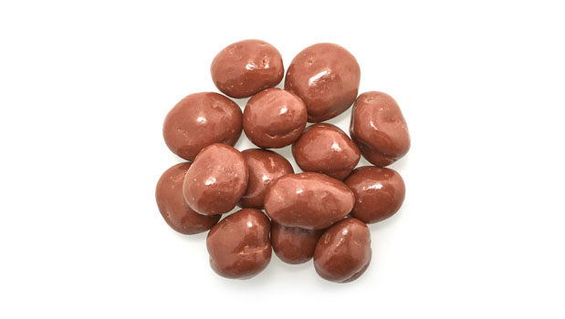 Chocolate coating (contains: sugar, chocolate liquor, cocoa butter, soya lecithin), whole milk powder, vanillin (artificial aroma), raisins, shellac, salt, gum arabic.