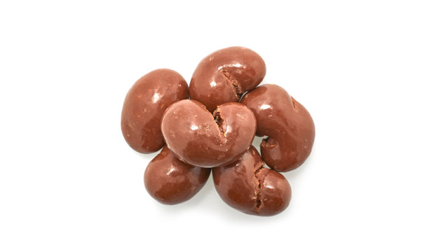 Chocolate coating  (contains: sugar, chocolate  liquor, cocoa butter, soya lecithine ) whole milk powdre- emulsifier, vanillin (artificial aroma), cashews, confectioner's glaze, salt, arabic gum.
