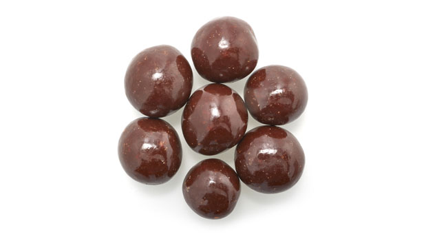 Semi sweet dark chocolate (sugar, chocolate liquor, cocoa butter, alkalized chocolate liquor, soya lecithine (emulsifier), vanillia, salt, artificial flavour), filberts, salt, confectioner's glaze, arabic gum.