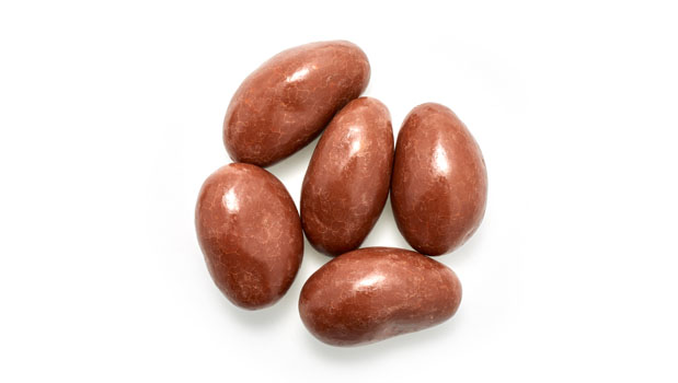 Chocolate coating (contains: sugar, chocolate liquor, cocoa butter, soya lecithine ) whole milk powder- emulsifier, vanillin (artificial aroma), brazil nuts, confectioner's glaze, arabic gum.