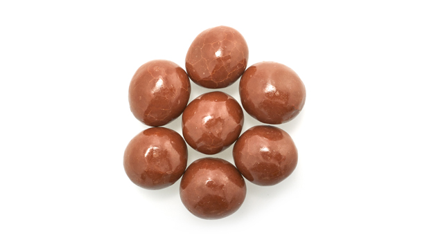 Milk chocolate (sugar, cocoa butter, milk, chocolate liquor, soy lecithin - an emulsifier, artificial flavoring, salt), corn syrup, sweetened condensed milk (milk, skim milk, sugar), sugar, hydrogenated vegetable oil (palm kernel and soybean oil), evaporated milk (Vitamin D added), salt, natural and artificial flavor, gum arabic, modified starch, coconut oil, confectioner's glaze, xanthan gum.