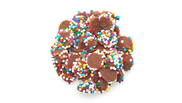 Sugar, Assorted Nonpareils (Sugar, Corn Starch, Confectioner's Glaze, Glucose, Titanium Dioxide, Artificial Colours (*), Carnauba Wax), Hydrogenated Palm Kernel Oil, Cocoa Powder, Soya Lecithin, Whole Milk Powder. 