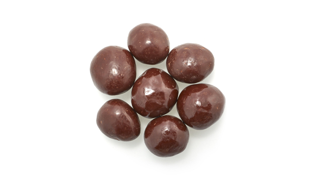 Semi-sweet dark chocolate (sugar, chocolate  liquor, alkalized chocolate liquor, cocoa butter, soya lecithin(emulsifier), vanillin, salt, artificial flavour), dried blueberries, confectioner's glaze, arabic gum.