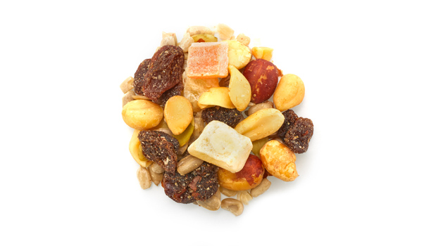 Roasted blanched peanuts, roasted red skin peanuts, raisins, roasted sunflowers seeds, pineapples, papayas, pumpkin seeds, almonds, non hydrogened canola oil, vegetable oil, cane sugar, sulphites, calcium chloride, citric acid, tartrazine, sunset yellow FCF.