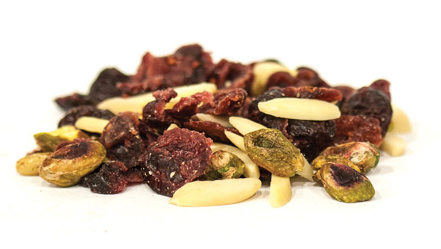 Cranberries (sugar, sunflower oil), almonds, pistachios, pine nuts.