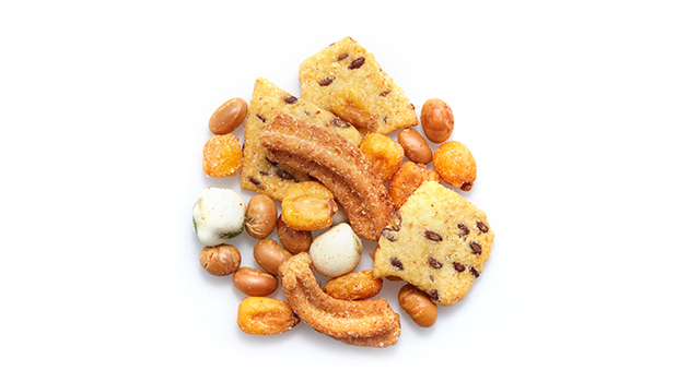 Salted soy beans [Dry roasted soybeans, salt, sunflower oil]; Toasted corn BBQ [Corn, palm oil, barbecue flavouring [Maltodextrin, spices, flavour enhancer (monosodium glutamate, disodium 5´-ribonucleotides), glucose syrup, natural flavourings, dried tomato powder, smoke flavouring, acidity regulator (citric acid), colour (paprika extract)], salt]; Wasabi peas [Peas, corn starch, sugar, vegetarian wasabi seasoning (mustard powder, maltodextrin, corn starch, salt, baking powder, spices/pepper, sugar, yeast extract), palm oil, rice flour, salt, artificial color (tartrazine, brilliant blue FCF)]; Toasted corn with flax seeds [Yellow corn, flax seed, soybean oil, salt]; Soya sticks [Wheat starch, sunflower oil, soybean solids (18%), sugar, vegetable powders (onion, garlic), sea salt, barley malt extract, soy sauce powder (from soybeans, wheat), ,mustard powder (0.7%), chive flakes, yeast extract, natural flavour (with 0.1% honey)]