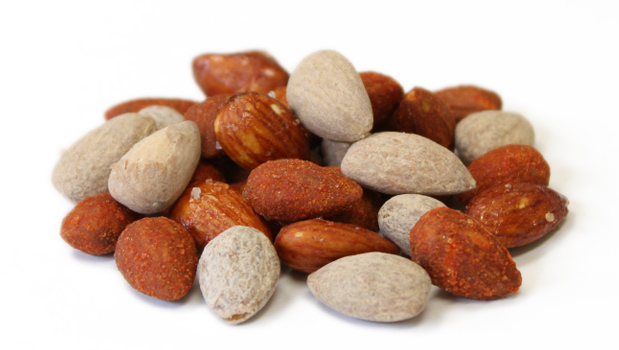 Almonds, BBQ spices (dehydrated vegetables tomato, onion, garlic, salt, sugar, wheat flour, monosodium glutamate, maltodextrin corn, torula yeast, sulphites, annatto color, spices, disodium inosinate and guanylate, smoke flavour, canola oil ), corn starch, salt, citric acid, garlic powder, onion powder, cayenne pepper, titanium dioxide, anis, cumin.
