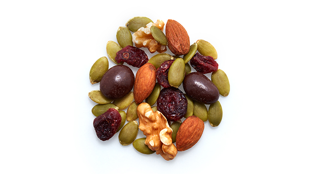 Pumpkin seeds, Dark chocolate cranberries [dark chocolate (sugar, unsweetened chocolate, cocoa butter, soy lecithin), dried cranberries (cranberries, cane sugar, sunflower oil), shellac, water,  acacia gum], Almonds, Cranberries (cranberries, sugar, sunflower oil), Walnuts.