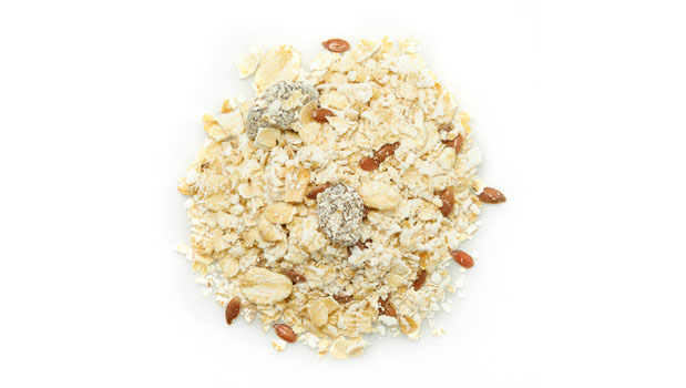 Organic oat, organic thompson raisins (organic sunflower oil), organic flax seeds, organic sunflower seeds, organic diced apples, organic almonds.