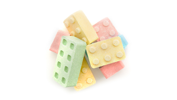Dextrose, citric acid, calcium stearate, artificial flavours and colours.