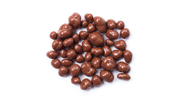 Chocolate coating (contains: sugar, chocolate  liquor, cocoa butter, soya lecithine ) whole milk powder- emulsifier, vanillin (artificial aroma), almonds, confectioner's glaze, salt, arabic gum.