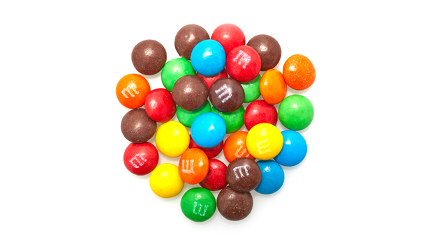 Milk chocolate (sugar, chocolate, skim milk, cocoa butter, lactose, milkfat, soy lecithin, salt, artificial and natural  flavors), sugar, less than 2% - coloring (includes: yellow 5 lake, red 40 lake, blue 1 lake, yellow 6, blue 2 lake, yellow 5, red 40, blue 1, yellow 6 lake, blue 2), dextrin, cornstarch, corn syrup, carnauba wax.
