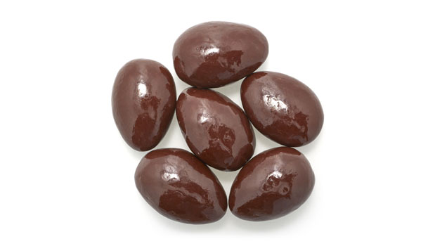 Dark chocolate coating (maltitol, chocolate liquor [processed with alkali], cocoa butter, milk fat [milk],soy lecithin [an emulsifier], salt, vanillin [an artificial flavor], sucralose), almonds, maltitol, tapioca dextrin, confectioner's glaze.